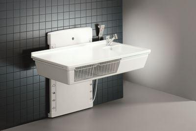 Puslebord, 800 x 1400 mm, elektrisk højderegulérbart, med sanitet og armatur med håndbruser